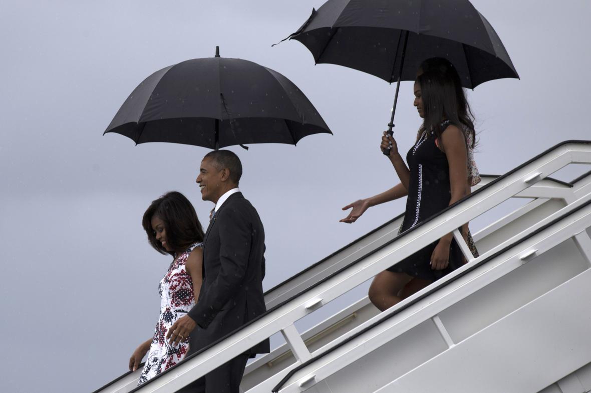 Barack Obama přiletěl na Kubu