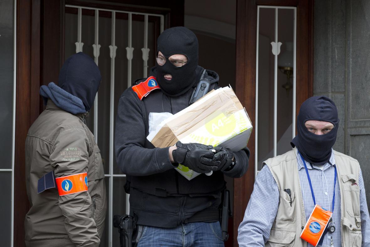 Belgická policie prohledala po útocích jeden z domů v Anderlechtu.