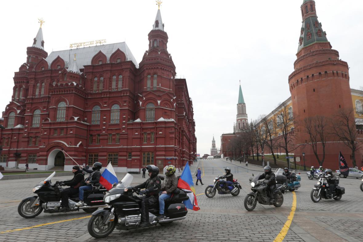 Kolona nočních vlků v Moskvě