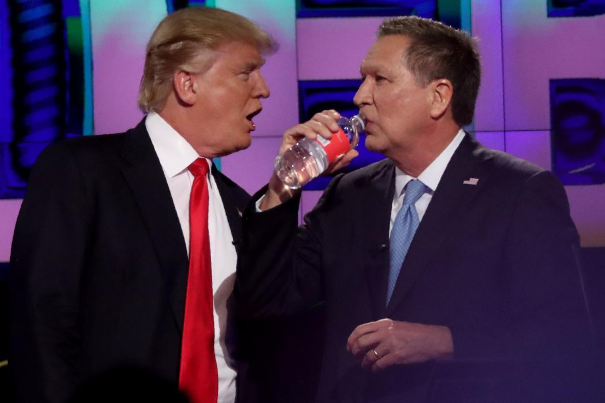 Donald Trump a John Kasich