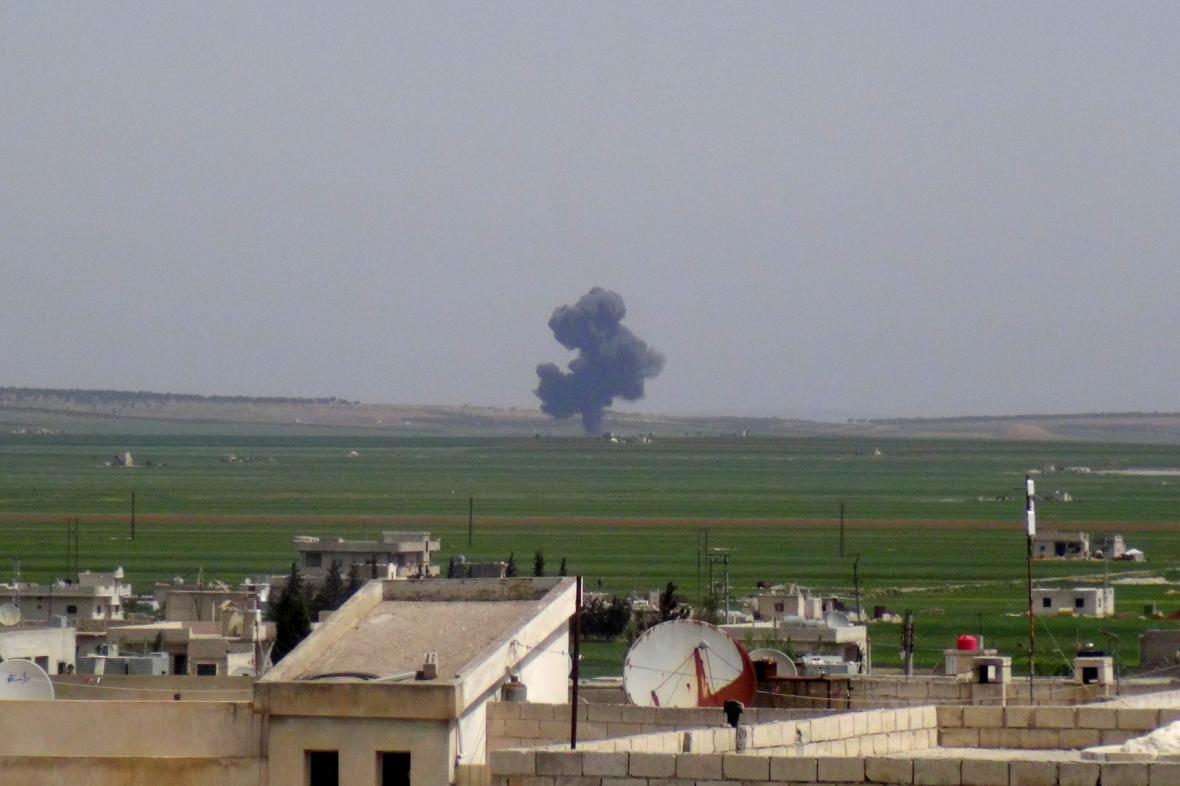 Radikálové údajně u Aleppa sestřelili letadlo Asadovy armády