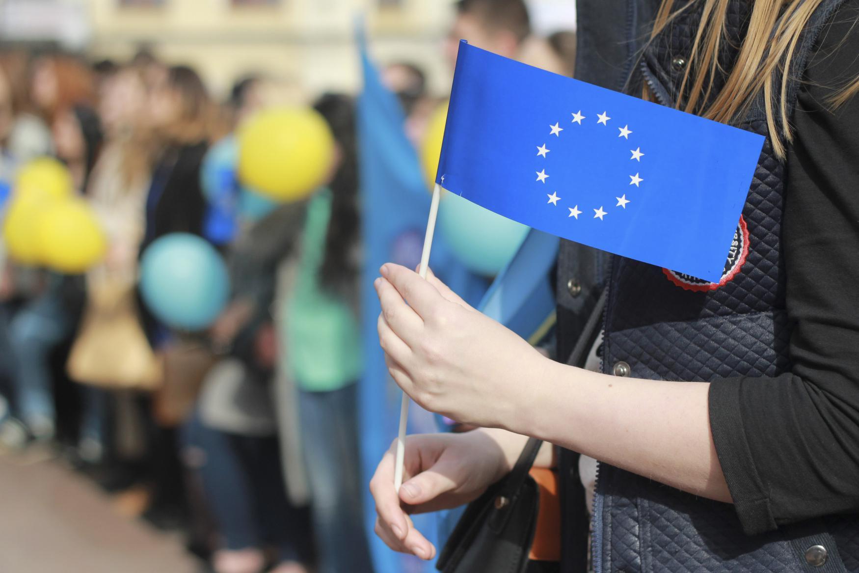 Ukrajinské studentky před nizozemskou ambasádou v Kyjevě