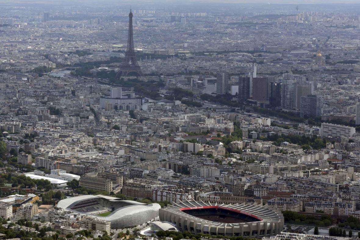 Paříž se připravuje na fotbalové Euro
