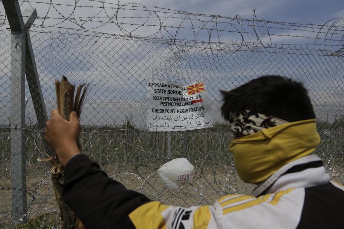 Plot již brzdí uprchlíky na řecko-makedonské hranici