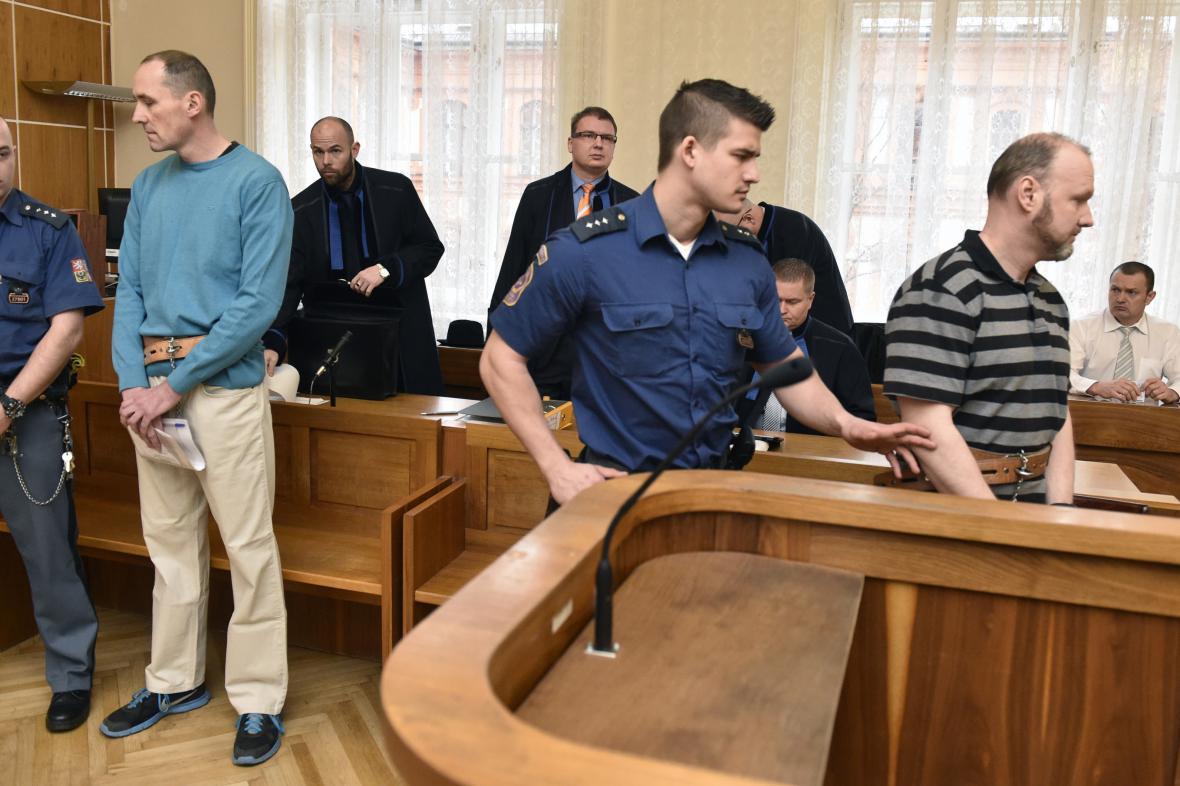 V kauze jsou obžalováni tři bývalí policisté