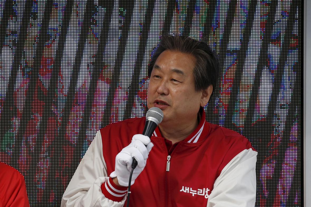 Lídr strany Kim Mu-song nabídl funkci k dispozici