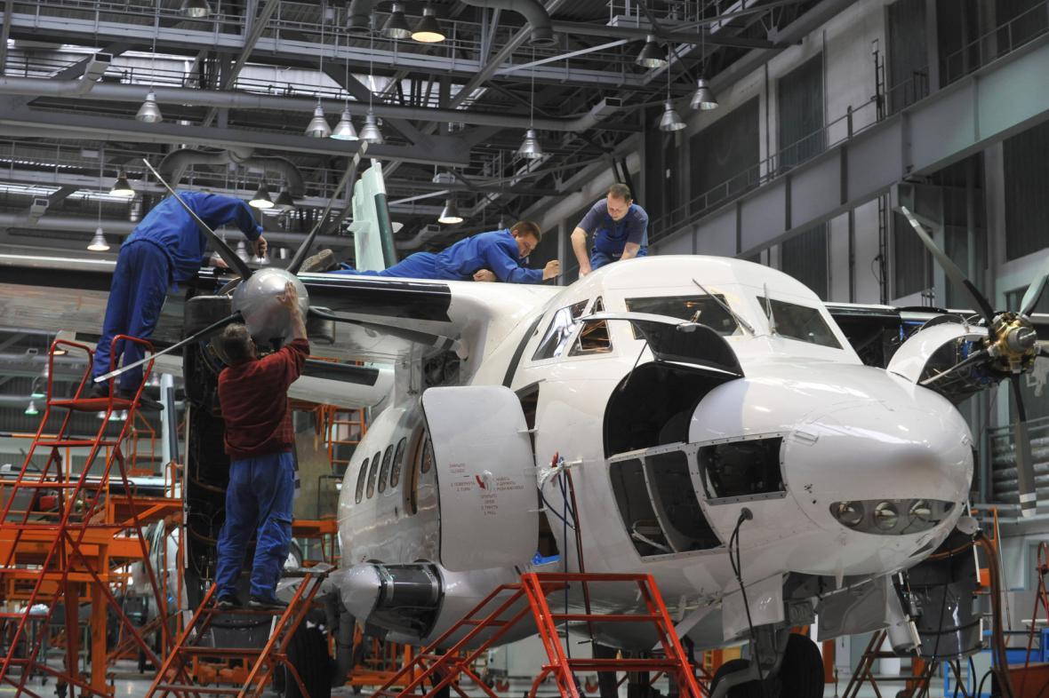 Omezení výroby v kunovické továrně na letadla trvá