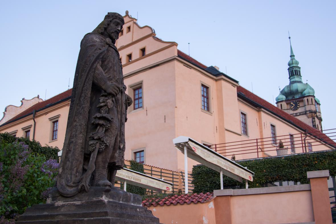 Socha Karla IV. v Mělníku
