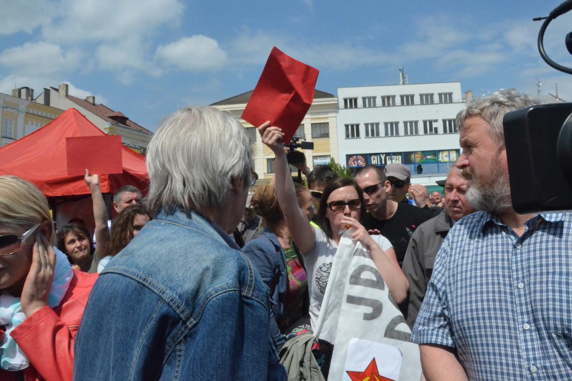 V Hranicích na Přerovsku se střetli příznivce Miloše Zemana s jeho odpůrci.
