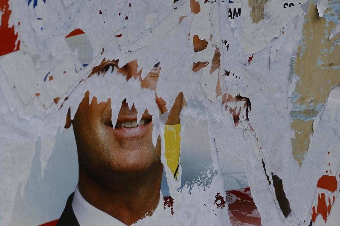 Seškrábaný plakát Norberta Hofera