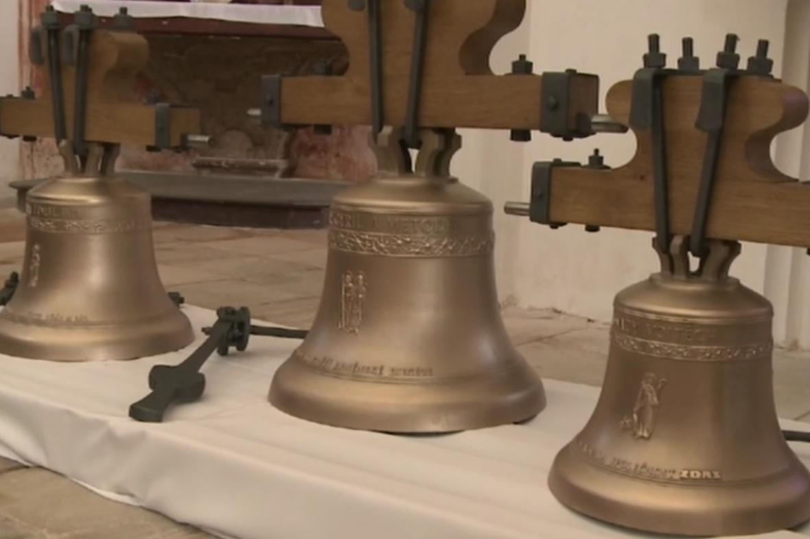 Tři zvony na Zelené Hoře zůstávají stát u oltáře