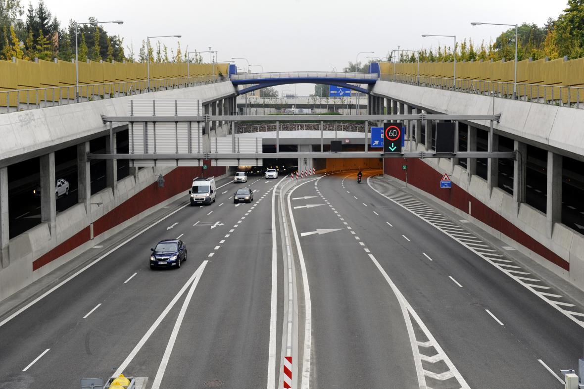 Tunelem projede denně třicet tisíc aut