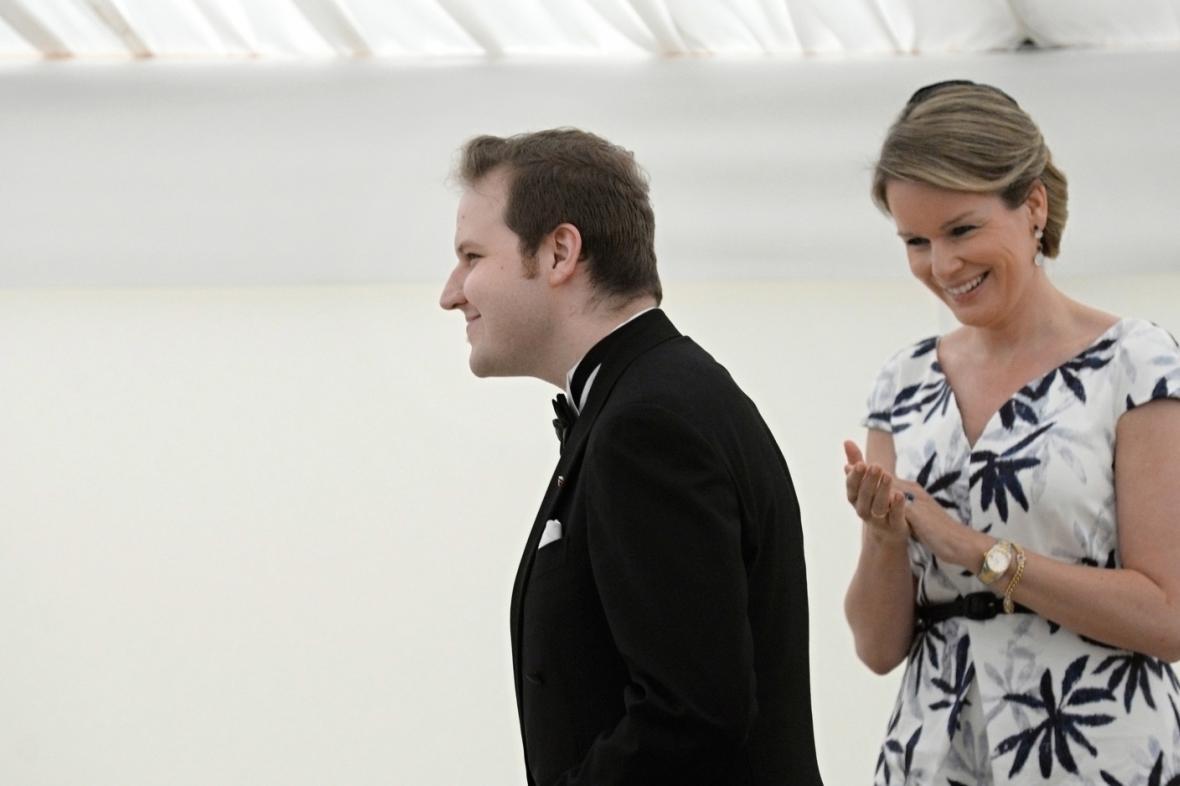 Klavírista Lukáš Vondráček a belgická královna Mathilde