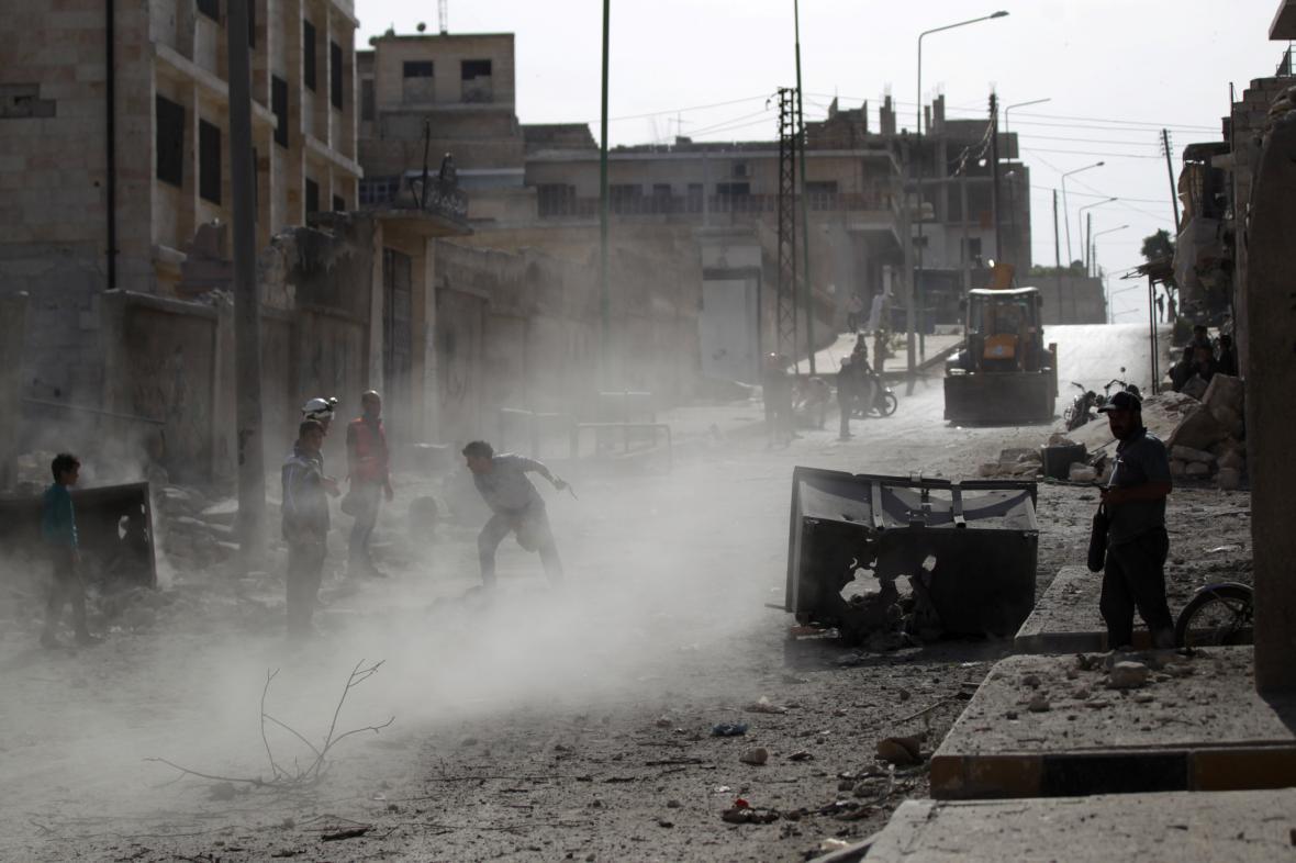 Následky bombardování v provincii Idlíb