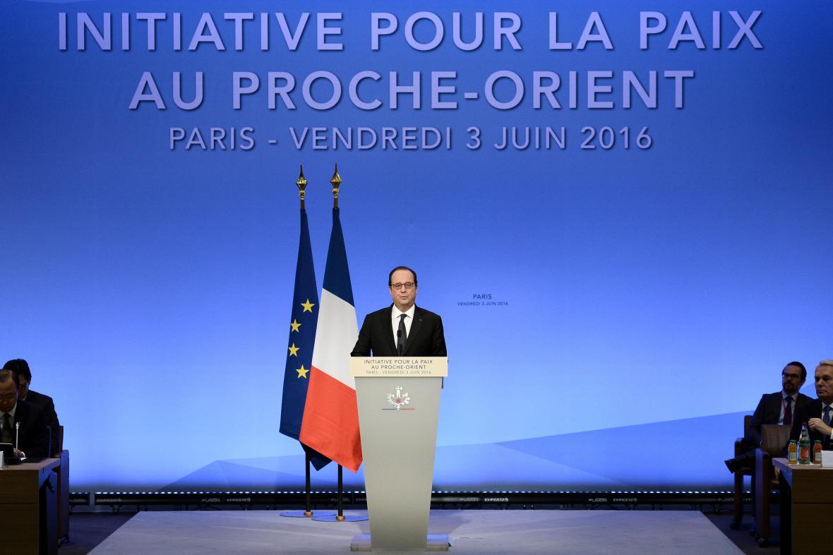 Francois Hollande na mírovém summitu v Paříži