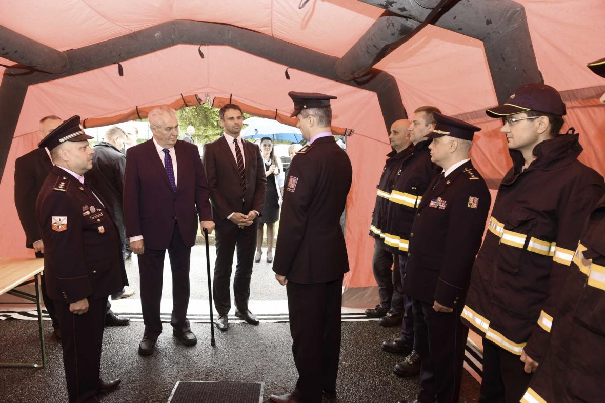 Miloš Zeman a hasiči