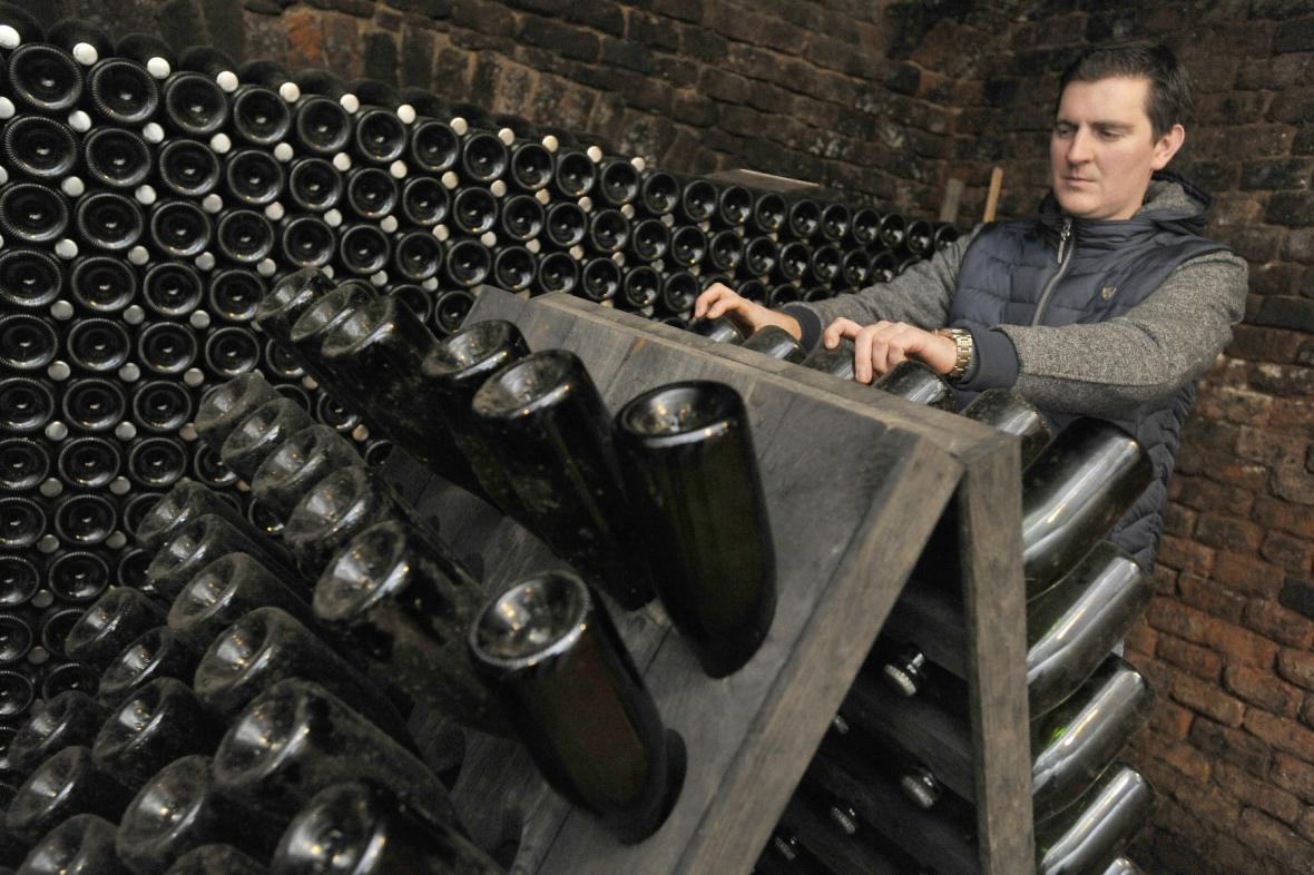 """Motto vinařství:""""Víno se rodí ve vinici a víno dělají lidé"""""""