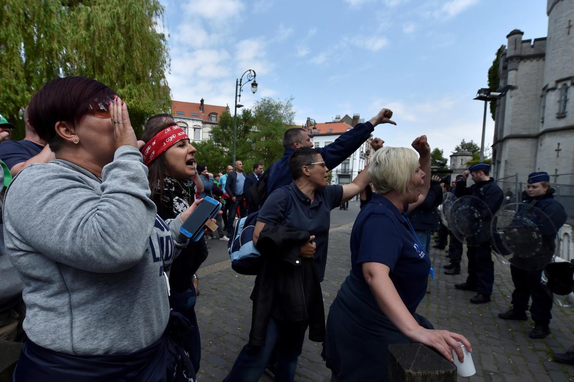 Protest dozorců před věznicí v Saint-Giles