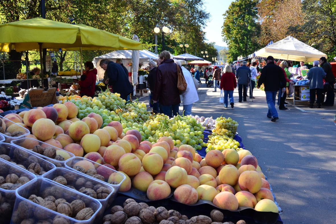 Trhovci Pod Kaštany prodávají především ovoce a zeleninu