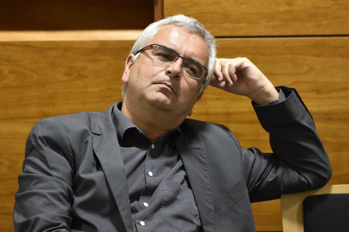 Soudce Miloš Zbránek autorství článků nepotvrdil