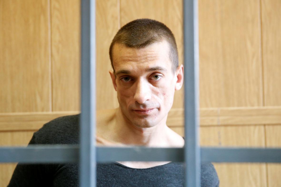 Pjotr Pavlenskij před soudem