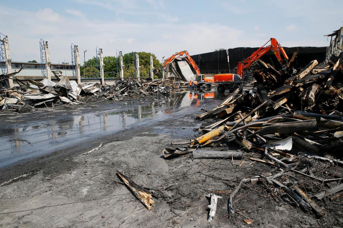 Demolice zničené haly v Düsseldorfu