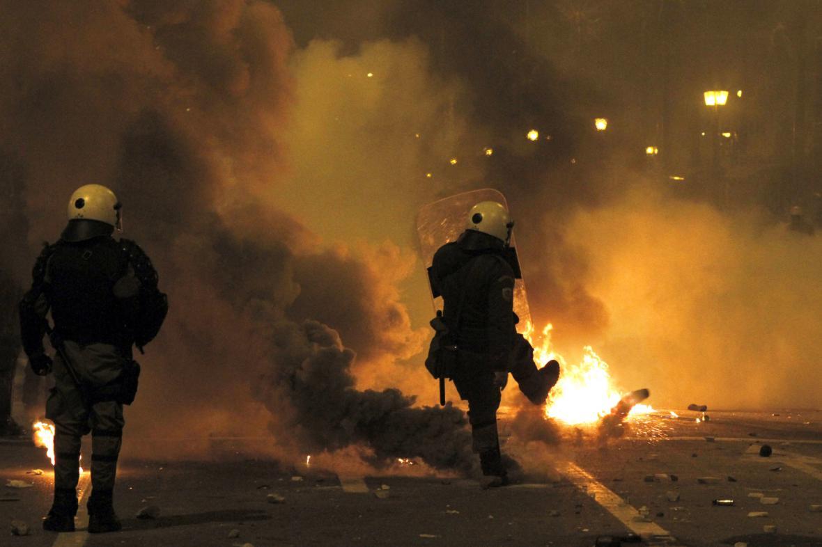 Zásah proti demonstrantům v Aténách
