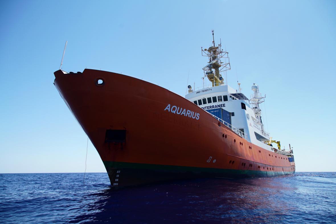 Loď Aquarius poblíž libyjských břehů