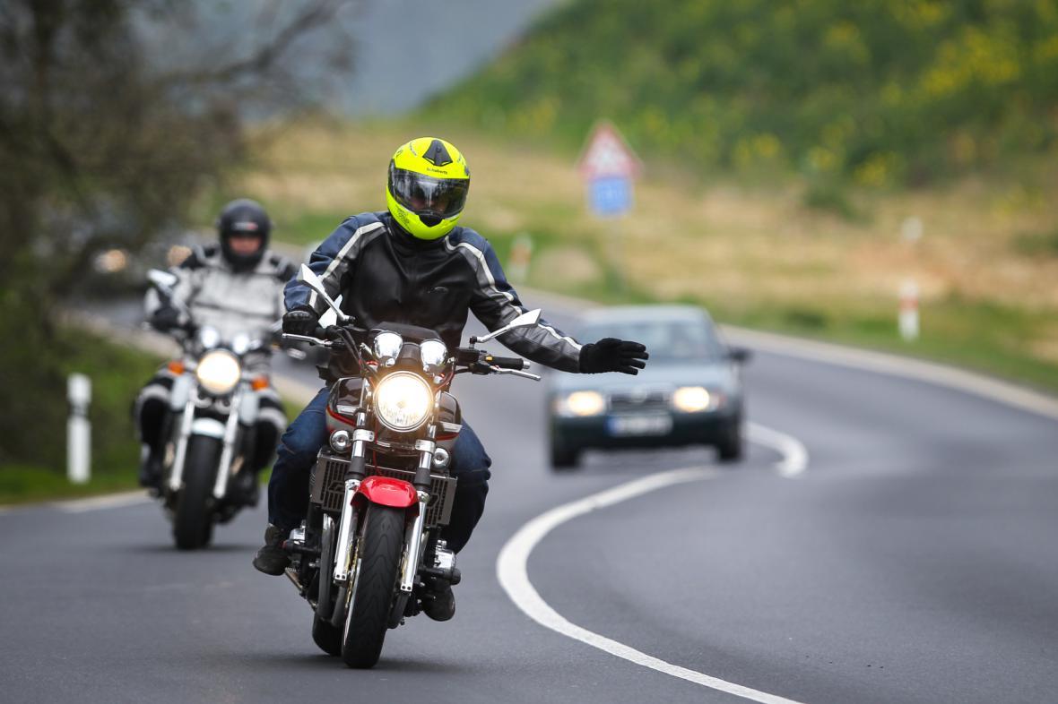 Počet motorkářů na silnicích roste, zvyšuje se i počet dopravních nehod