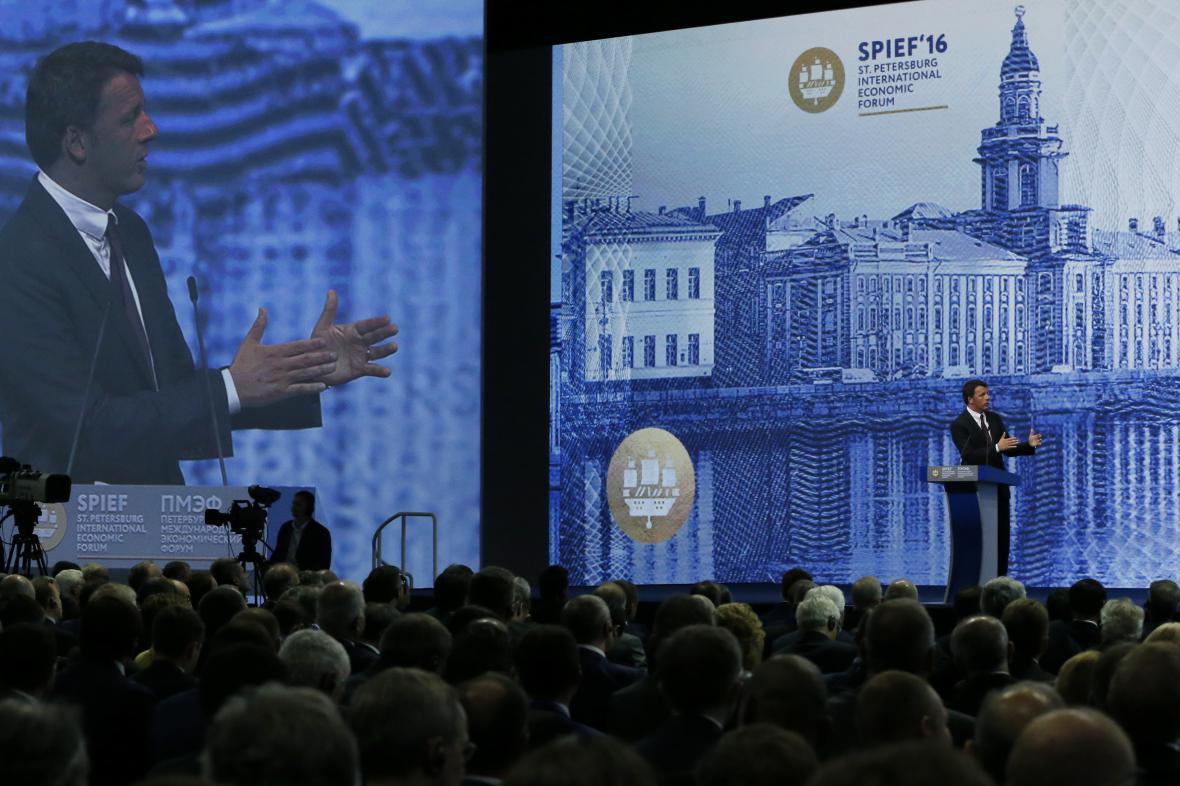 Matteo Renzi na ekonomickém fóru v Petrohradě