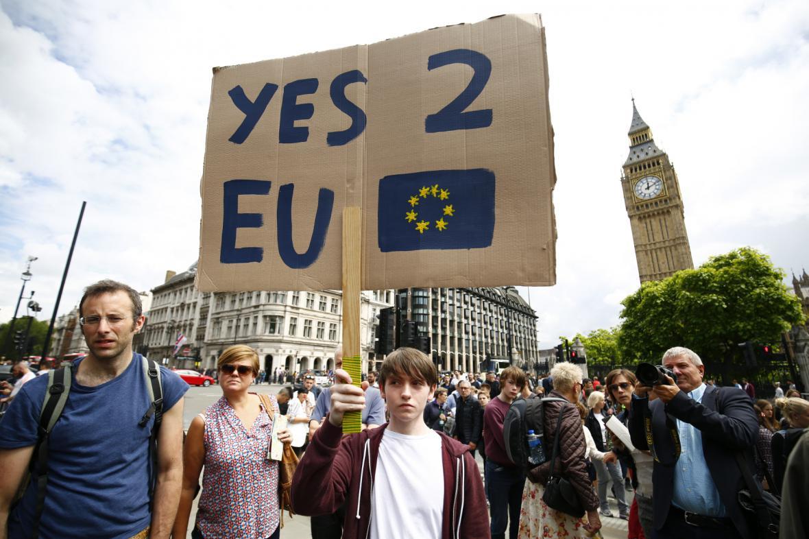 Příznivci setrvání Británie v EU