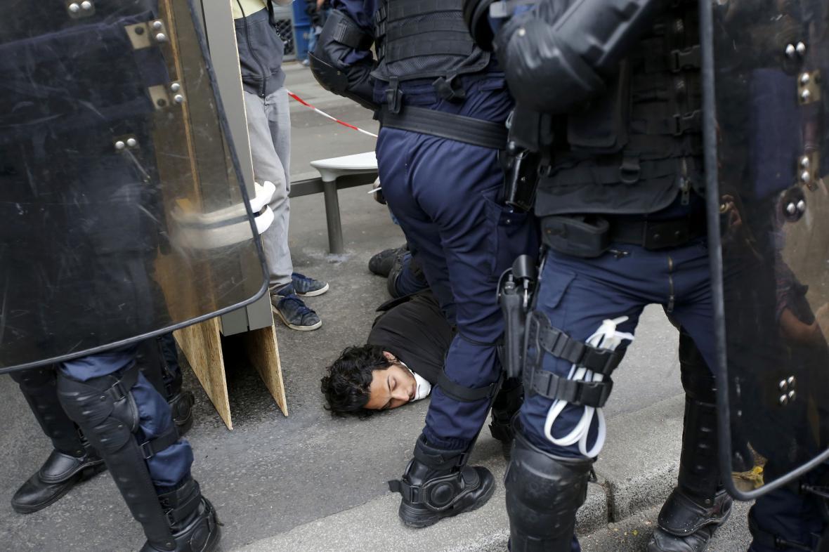 Demonstrace v Paříži skončily násilnostmi