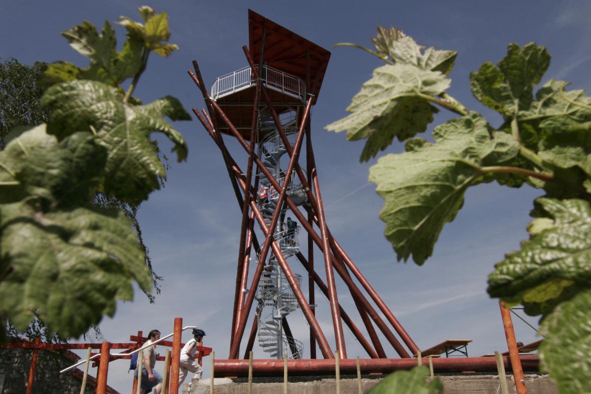 Rozhledna Slunečná nabízí pohled na vinohrady