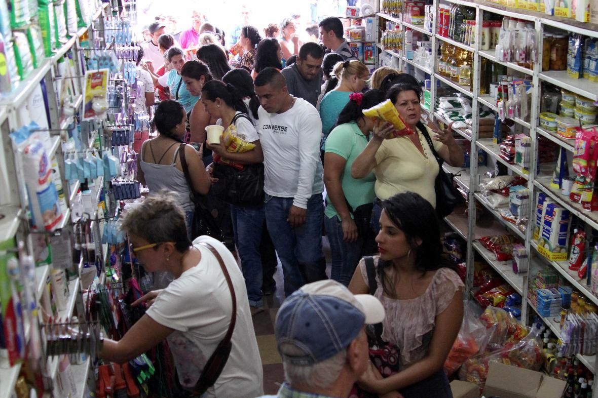 Venezuelané v kolumbijském obchodě