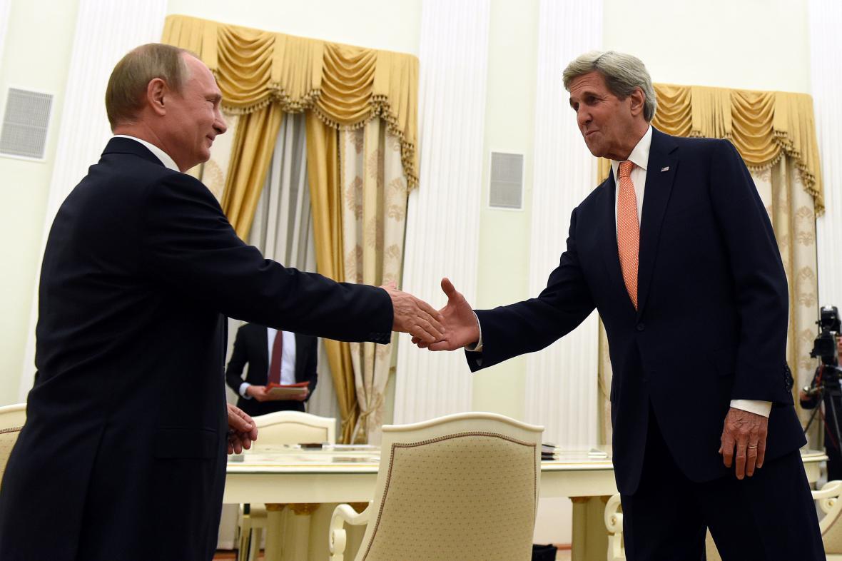 Vladimir Putin a John Kerry
