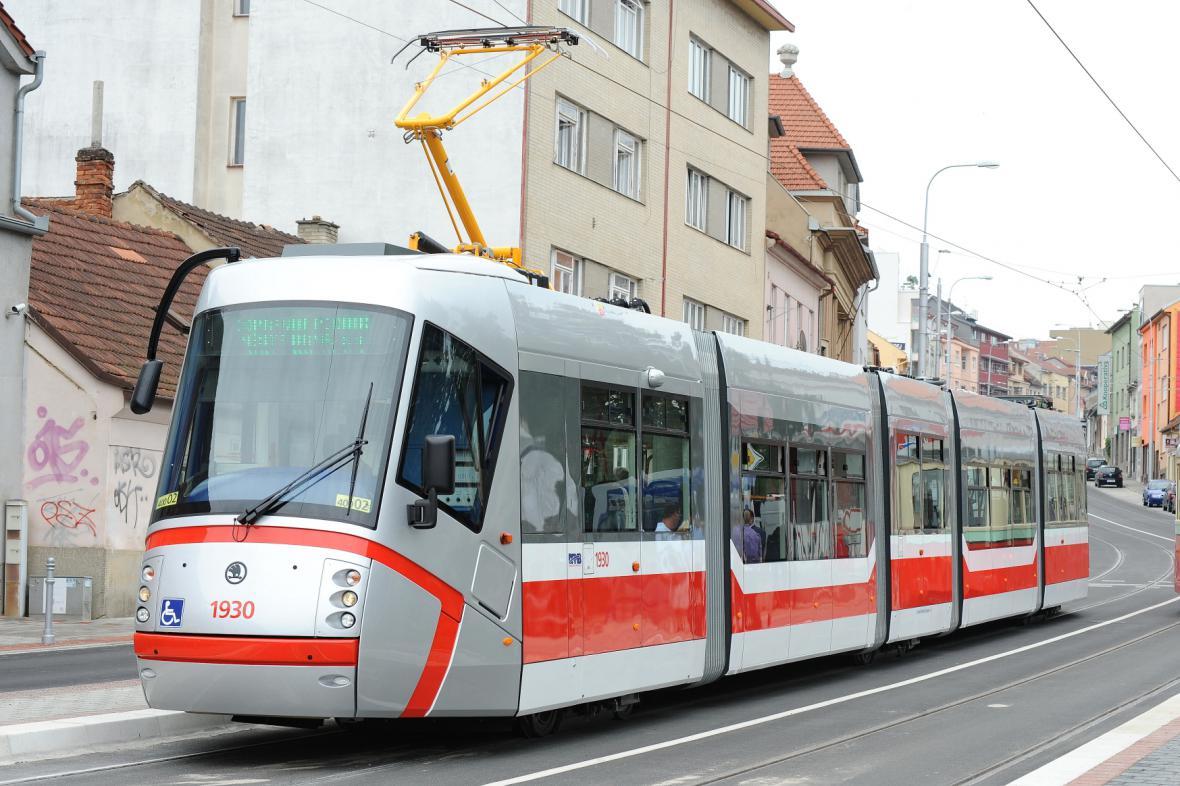 Po odhlučněných kolejích budou tramvaje jezdit potichu a rychleji