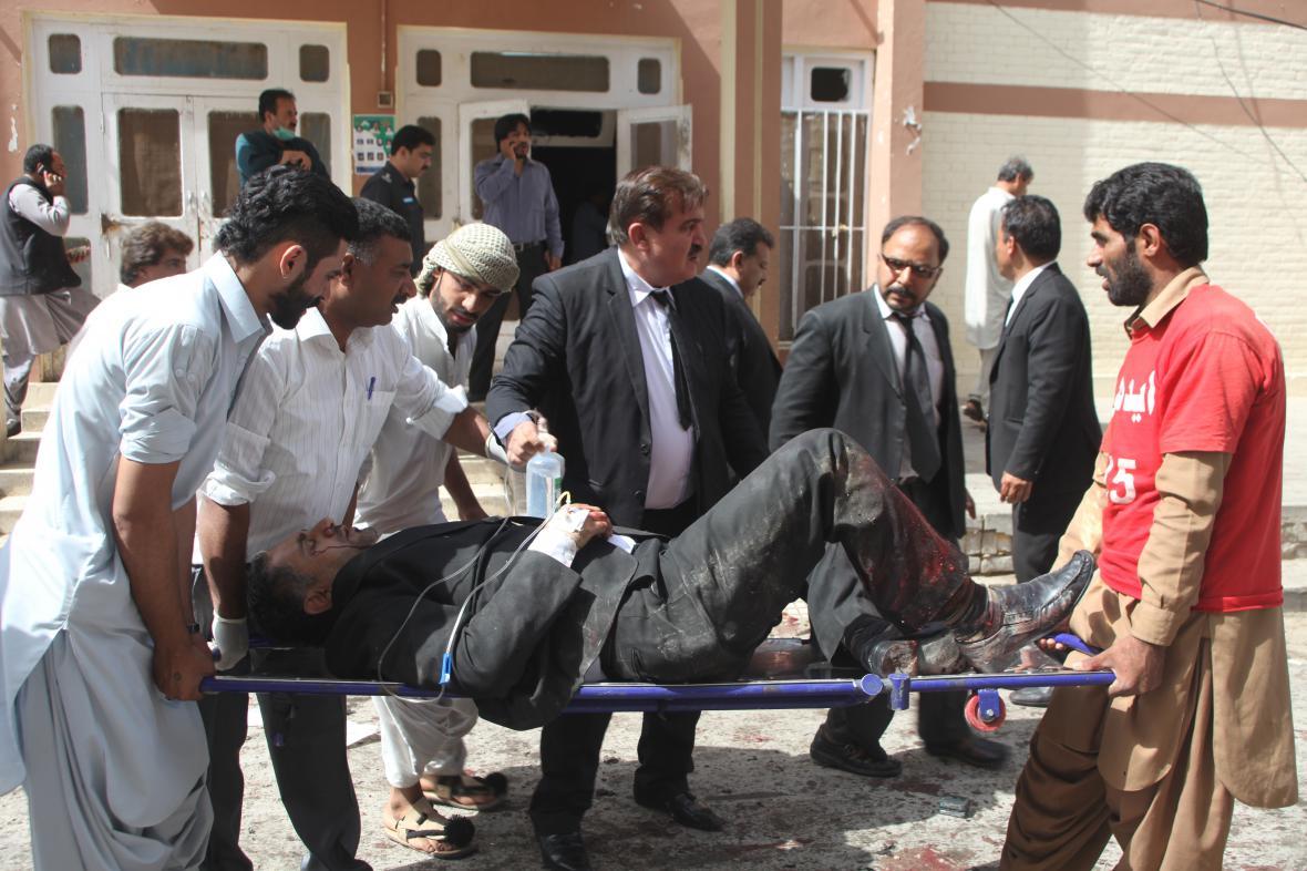 Nemocnice v pákistánské Kvétě po výbuchu bomby