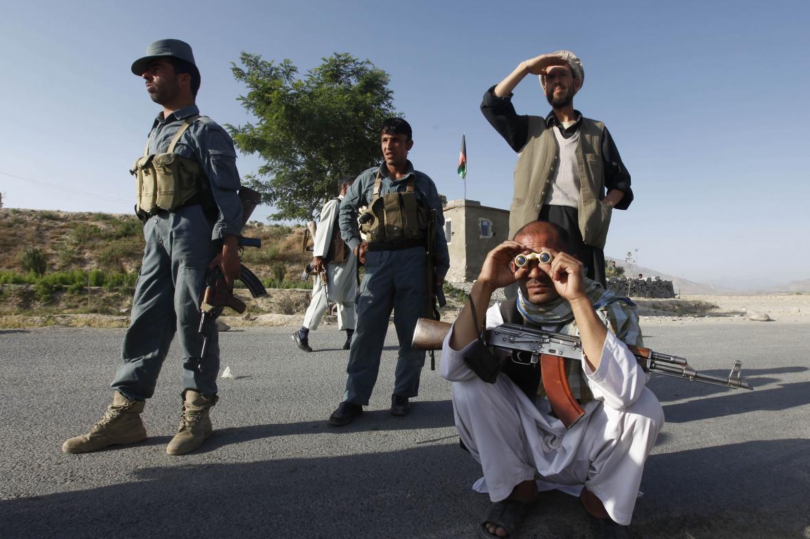 Afghánské ozbrojené složky sledují pozice Talibanu