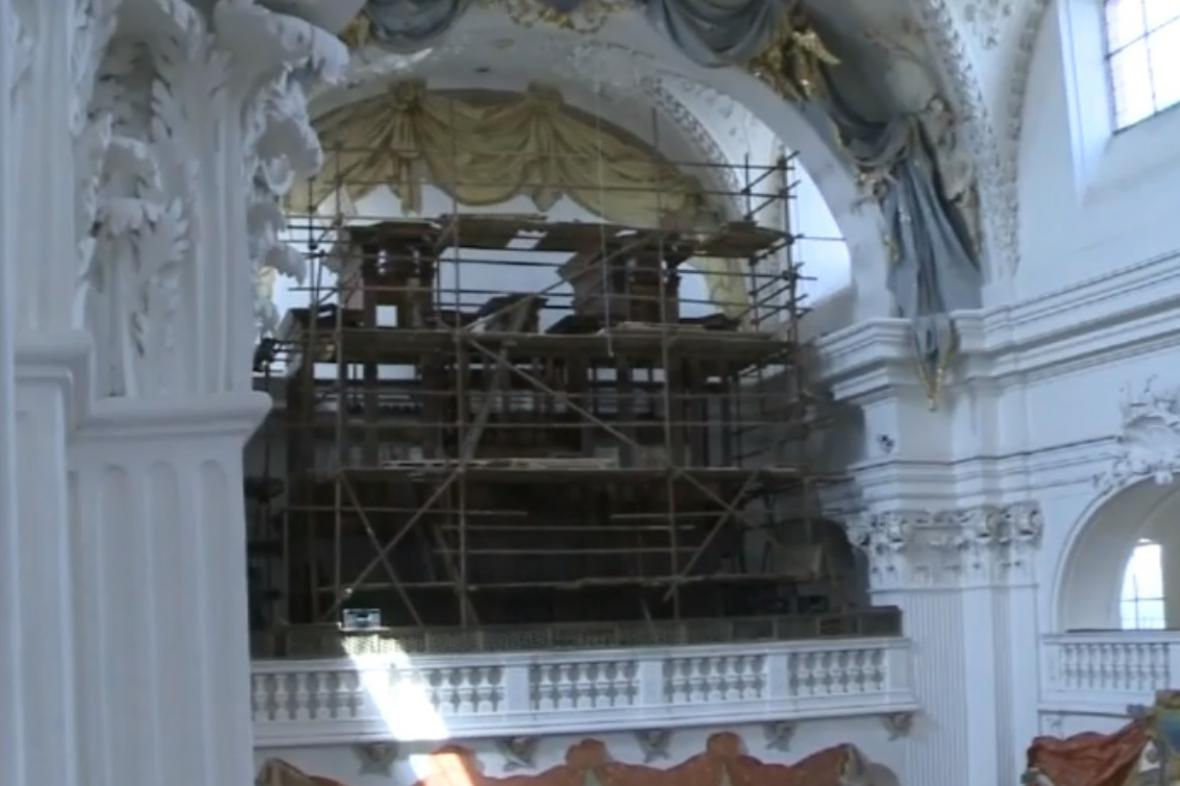 Varhany v kostele v Polné jsou obehnány lešením. Hrát by měly už na konci roku