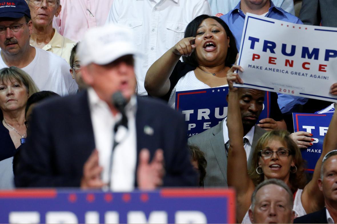 Donald Trump na předvolebním shromáždění v michiganském Dimondale