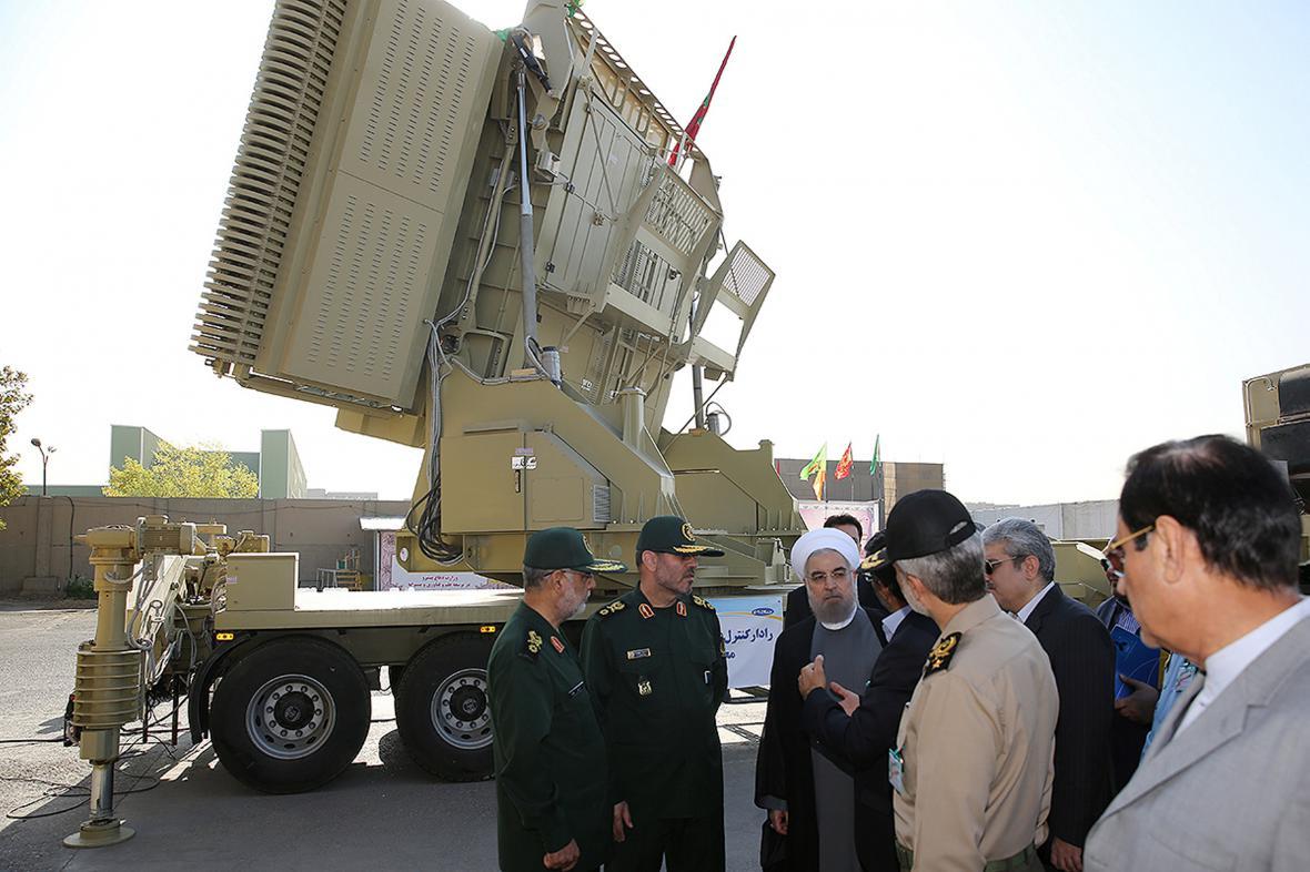 Prezident Rúhání si prohlíží nový systém protivzdušné obrany