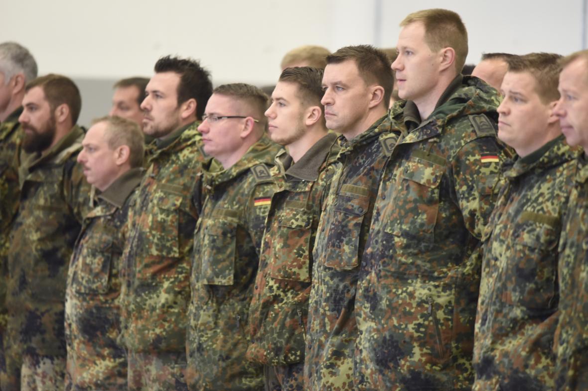 Němečtí vojáci při nástupu