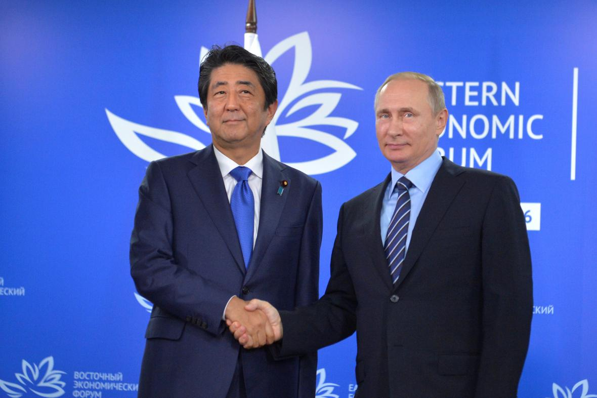 Šinzó Abe a Vladimir Putin ve Vladivostoku