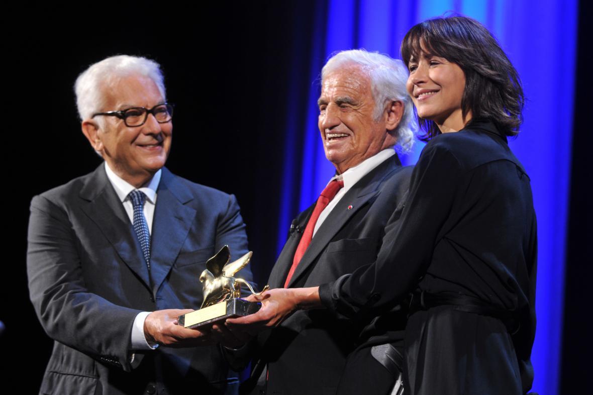Oceněný Jean-Paul Belmondo uprostřed