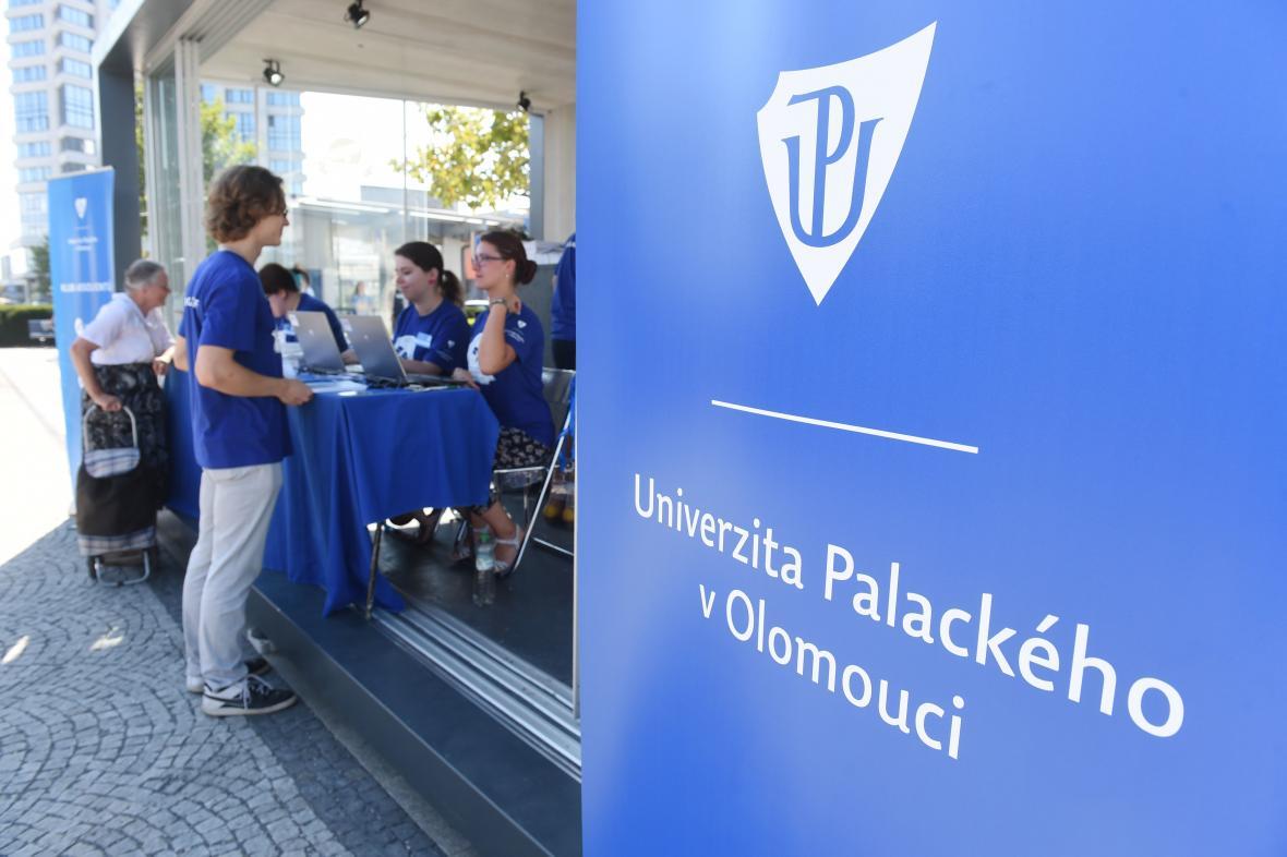 Univerzita Palackého pořádá setkání absolventů