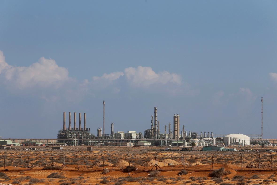 Průmyslová zóna v ropném přístavu Rás Lanúf