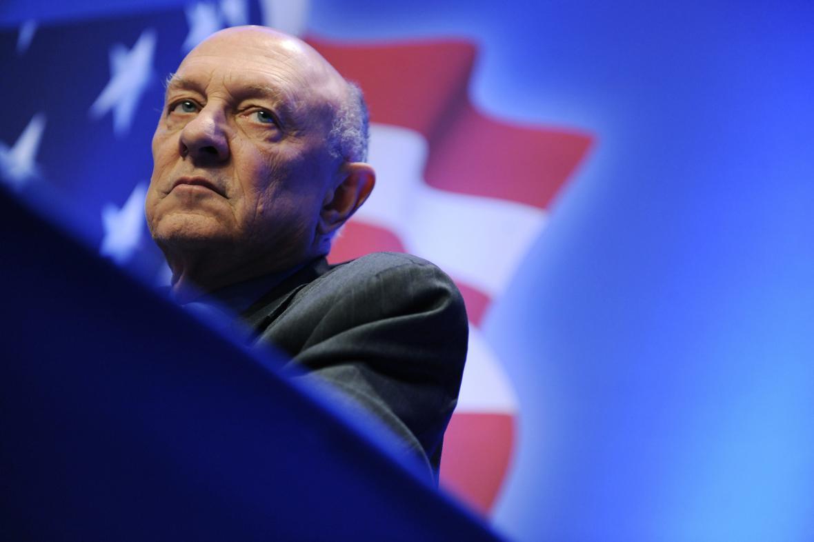 Bývalý šéf CIA James Woolsey