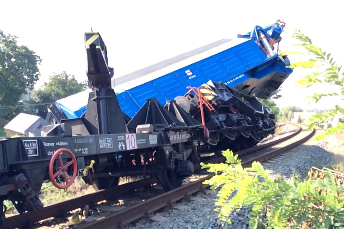 Proč u Vnorov vykolejil i nehodový vlak České dráhy zjišťují
