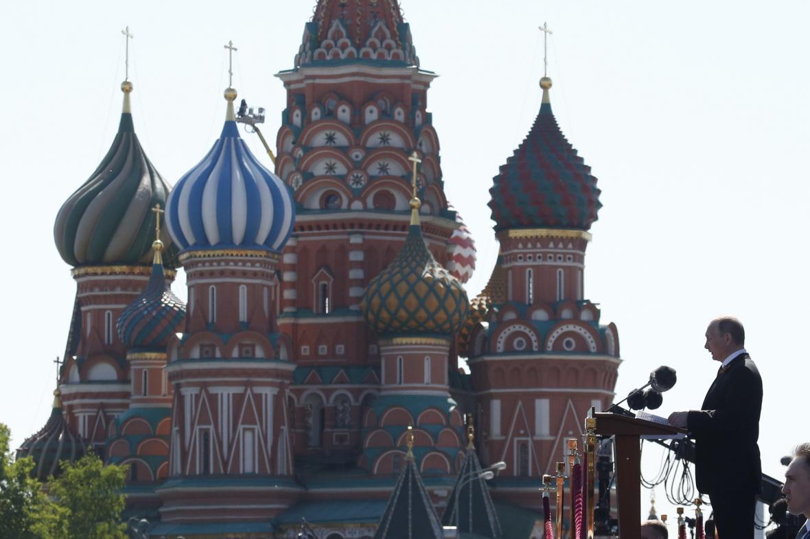 Prezident Vladimir Putin při letošních oslavách konce druhé světové války na Rudém náměstí v Moskvě