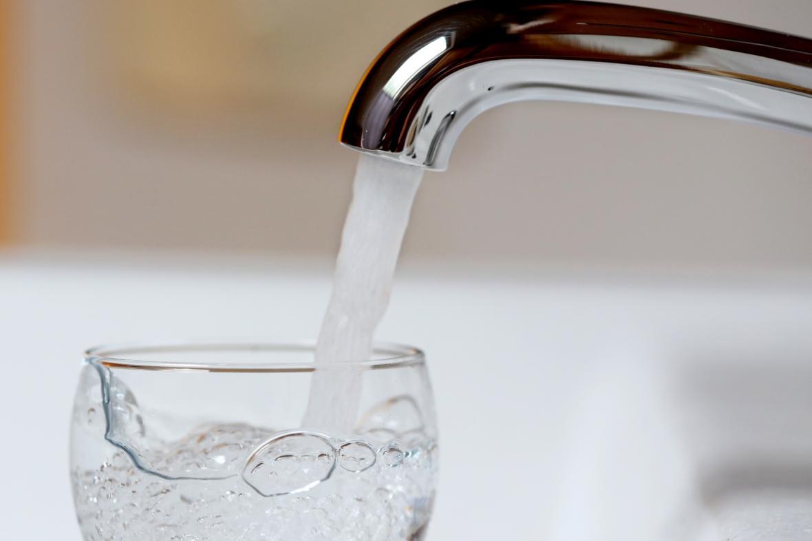 Ve vodě, která teče z vodovodů v Brně se objevily bakterie. Pitná je jen po převaření